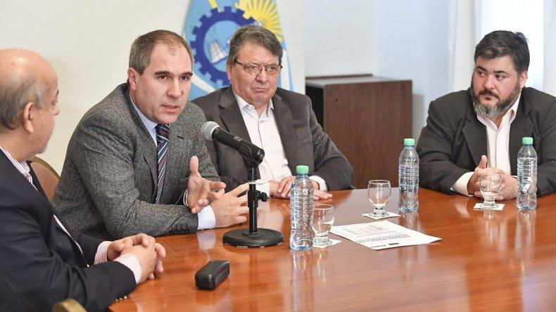 El equipo económico del Gobierno provincial brindó precisiones sobre la colocación del bono y los alcances del endeudamiento.