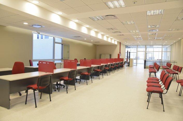 La moderna obra de ampliación del Banco Chubut del centro se habilita el lunes con dos entradas por calle España.