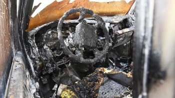 Arrojaron alcohol y prendieron fuego la camioneta del delegado de UOCRA