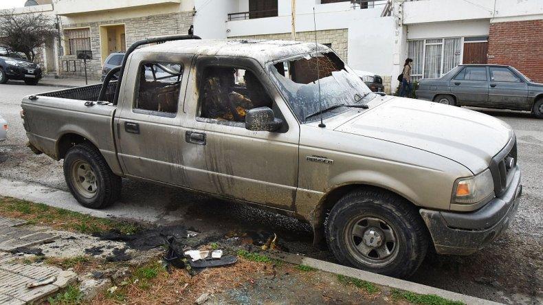 Quemaron la camioneta de un delegado de la UOCRA en supuesta represalia