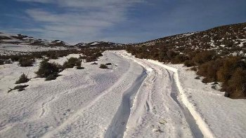 camino 6 kilometros bajo dos metros de nieve para pedir ayuda