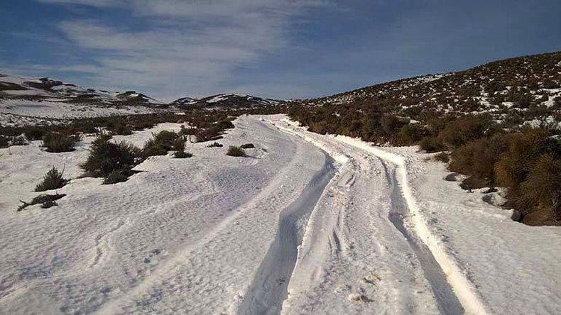 Caminó 6 kilómetros bajo dos metros de nieve para pedir ayuda