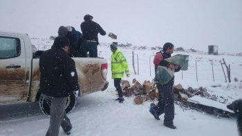 mejora el clima y continua la asistencia a pobladores