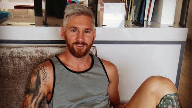 Messi, con look platinado, regresa a los entrenamientos en Barcelona