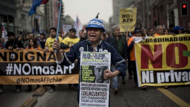 Tan solo en Santiago las manifestaciones reunieron a más de 100 mil personas