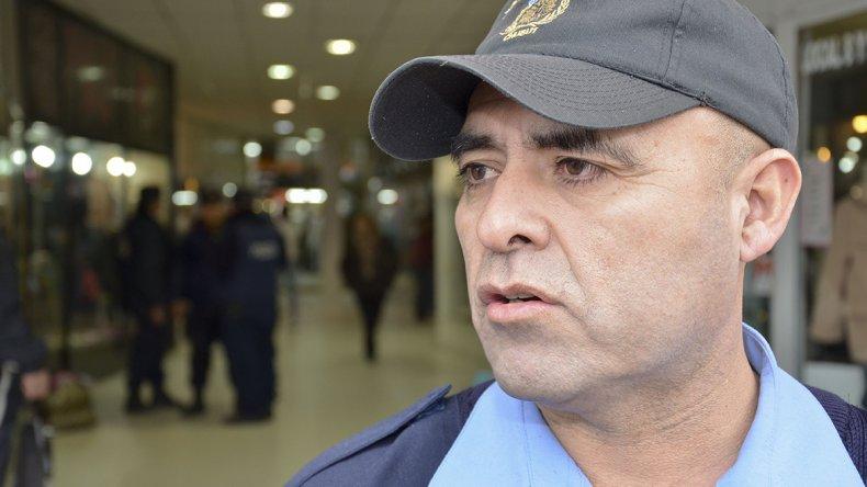El comisario Fernando Mora es el jefe de la Seccional Segunda donde se produjo el violento robo del vehículo.