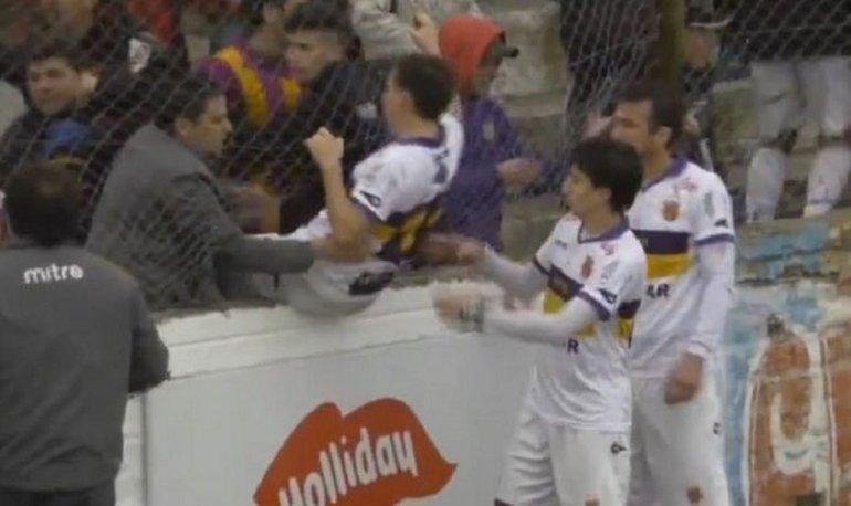 Incidentes en el Ascenso: jugadores tuvieron que escapar por la tribuna