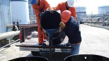 Los precios del petróleo bajaron en un entorno siempre deprimido por el elevado nivel de la oferta.