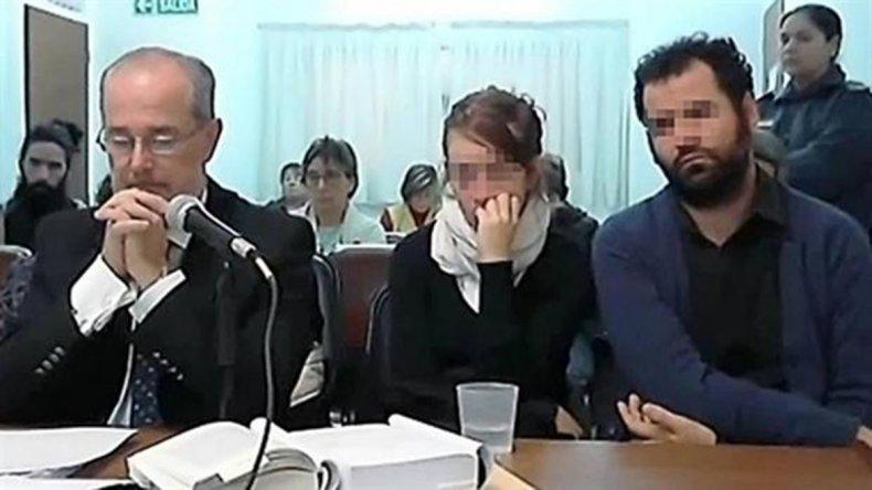 El joven matrimonio está acusado de homicidio culposo.