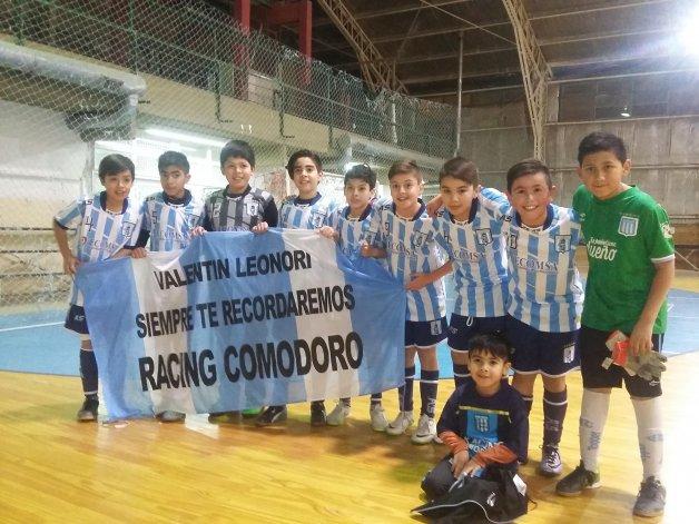 El equipo bicampeón y el recuerdo eterno para su arquero Valentín Leonori.