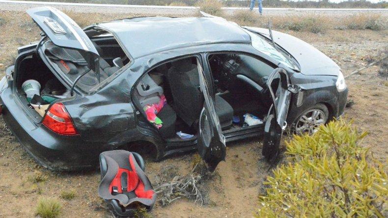 El automóvil en el que viajaba la familia de Puerto San Julián volcó como consecuencia de la escarcha a unos 40 kilómetros al sur de Caleta Olivia.