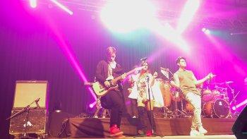 El público respondió muy bien a la propuesta musical del grupo uruguayo Rombai.