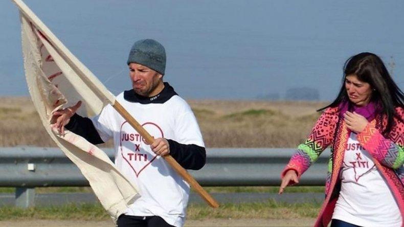 Corrió tres días para exigir ver a su hijo del corazón