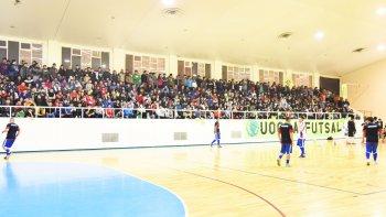 La final del sábado entre UOCRA y Auto Lavado El Tiburón tuvo un gimnasio municipal 1 colmado.