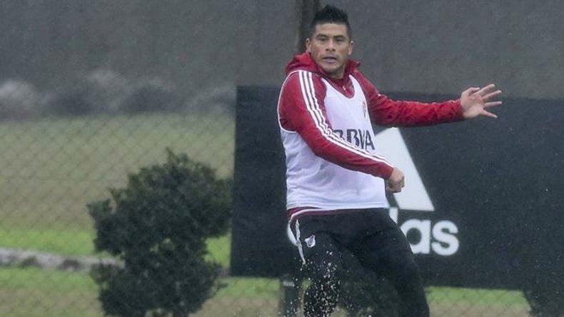 El paraguayo Jorge Moreira durante el entrenamiento del plantel de River ayer en Ezeiza.