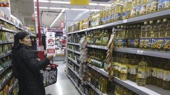 El Gobierno anunció que regulará el aumento de aceite en agosto.