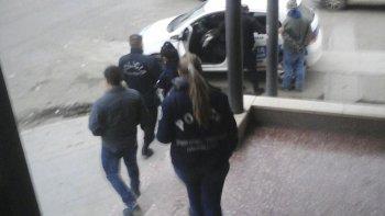 La Brigada detiene en las escaleras de la Catedral San Juan Bosco a un rebelde de la Justicia. Tenía dos capturas vigentes.