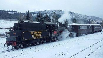 la trochita ya llevo a mas de 2 mil pasajeros ¡mira uno de sus viajes en la nieve!