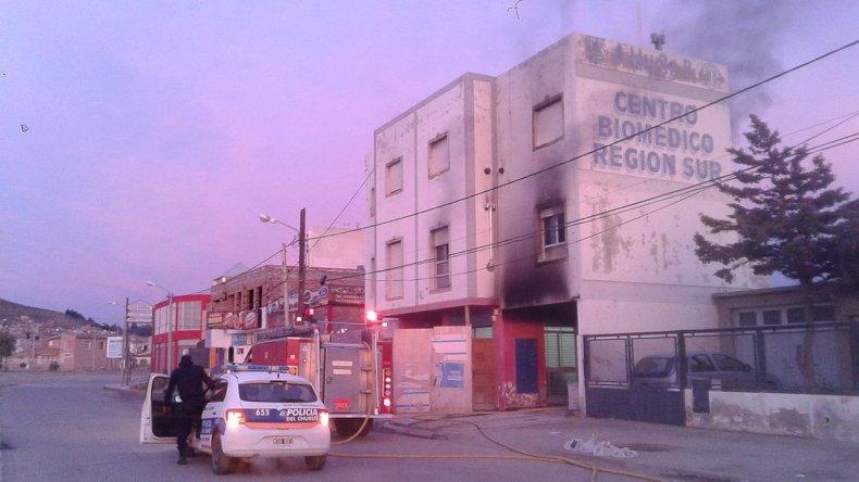 Investigan si el principio de incendio en Obras Sanitarias fue intencional