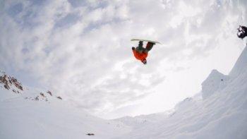 El snowboard en su máxima expresión, desafiando todos los peligros.