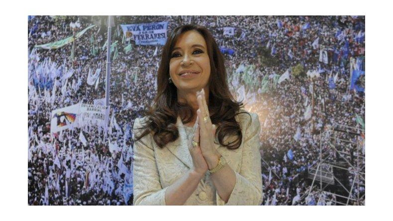 Cristina llega este jueves a Buenos Aires para rendir homenaje a Chávez