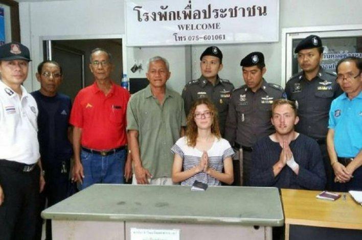 Tuvieron sexo en la calle y la policía los obligó a rezar para pedir perdón