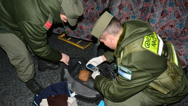 Secuestraron marihuana y cocaína de un bolso abandonado en la terminal
