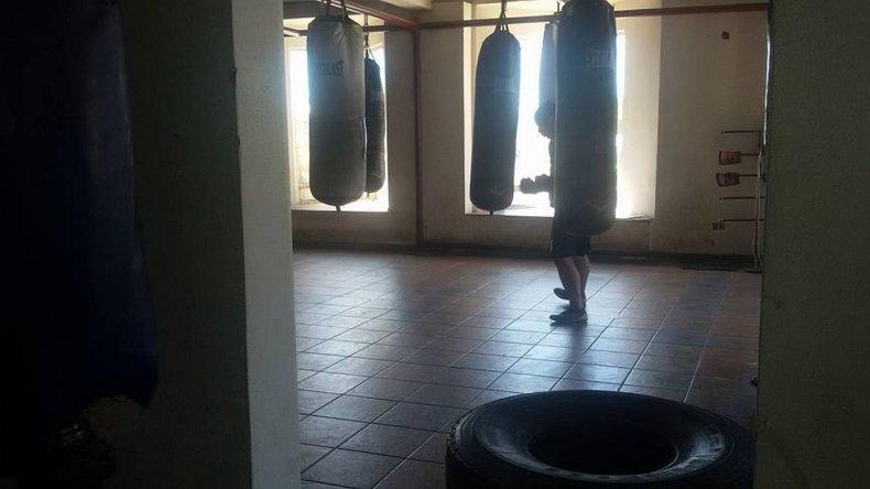 Una mujer denunció a un boxeador por llevarse a su hijo y golpearla