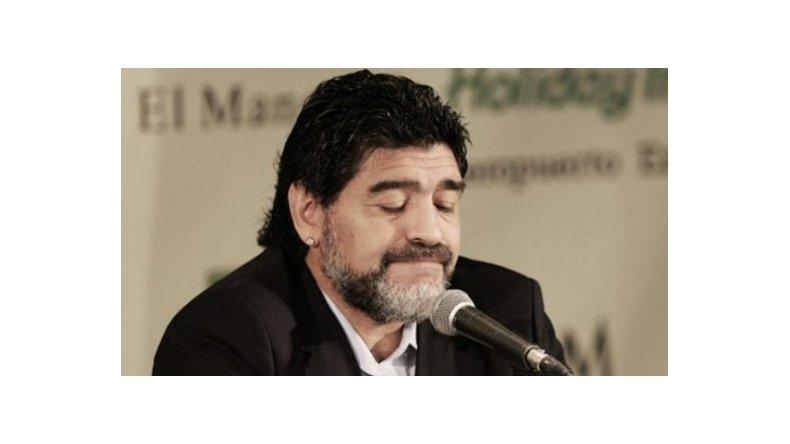 Diego Maradona extendió un contrato millonario en Emiratos Árabes