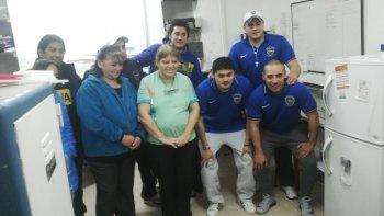 La peña Boca es el Pueblo donó elementos de limpieza para el Regional