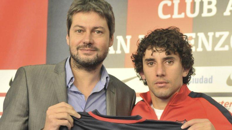 Mathías Corujo junto al presidente de San Lorenzo Matías Lammens.