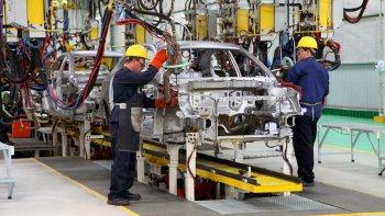 La industria automotriz es el sector más perjudicado por la caída de la actividad durante el primer semestre de este año.