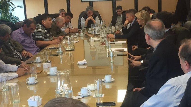 Ayer los primeros en levantarse de la mesa de negociación fueron los representantes de las empresas.
