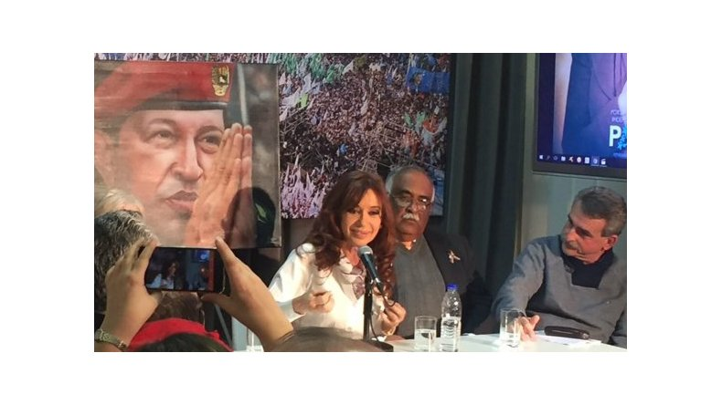 Cristina volvió a Buenos Aires y participó del homenaje a Chávez