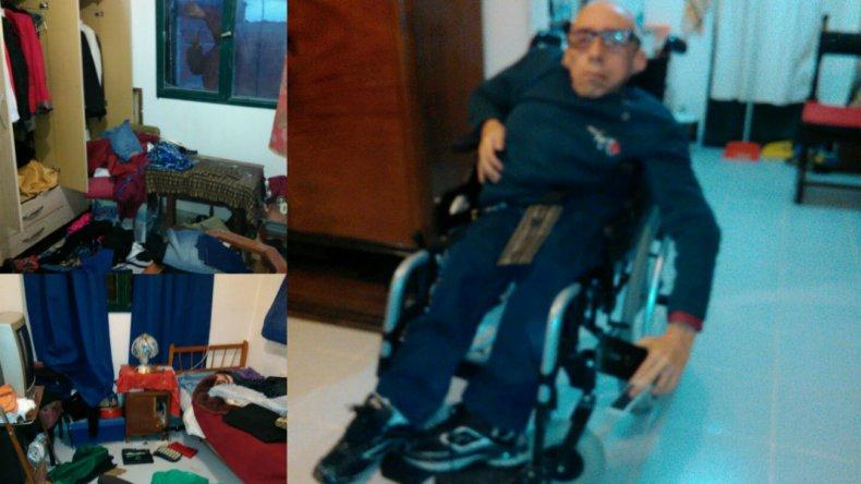 Carlos Ojeda se gana la vida vendiendo Telebingos en la calle