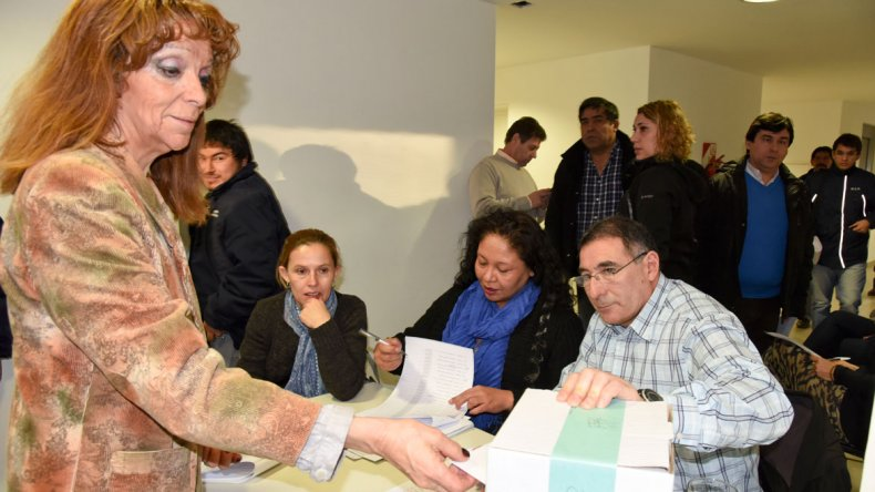 Los afiliados empadronados en la urna 44 tuvieron que repetir su voto.