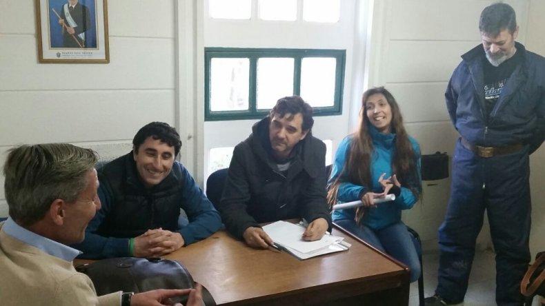 El vicegobernador Arcioni y algunos funcionarios estuvieron en la localidad donde se reunieron con autoridades y vecinos.