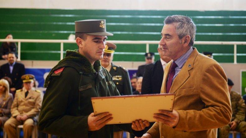 Algunos integrantes de la Gendarmería Nacional fueron reconocidos por sus 25 años de servicio en la fuerza.