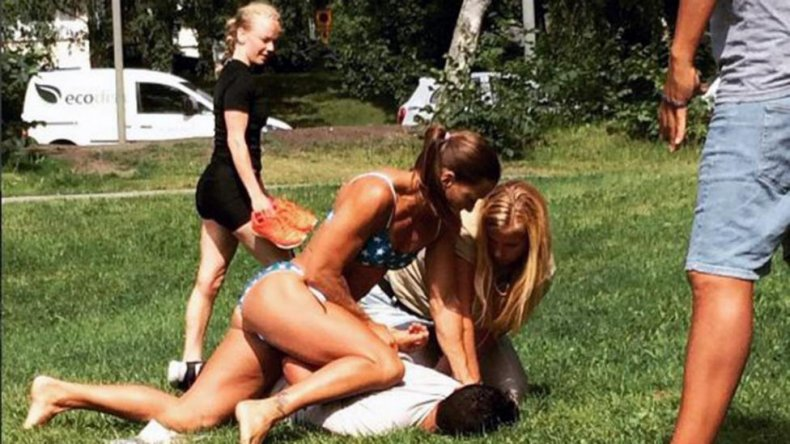 Una policía sueca arrestó a un ladrón en bikini y se hizo viral