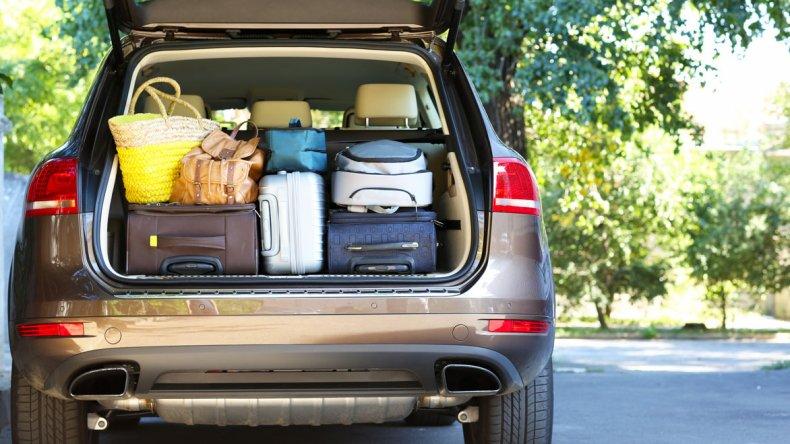 Antes de programar un viaje en auto de varias horas se debe tener presente qué se va a comer antes y durante el mismo.