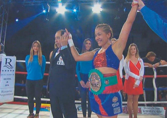 Erica Farías sigue siendo la reina de la categoría Superligero del Consejo Mundial de Boxeo.