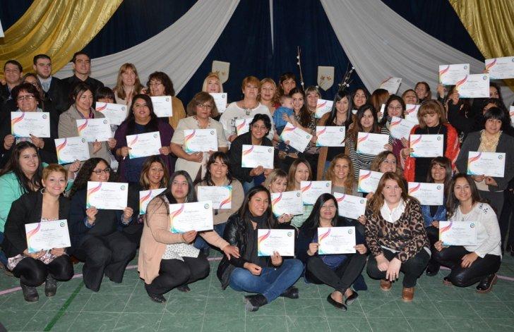 Parte de los Operadores Sociales que el sábado recibieron su certificado de aprobación.