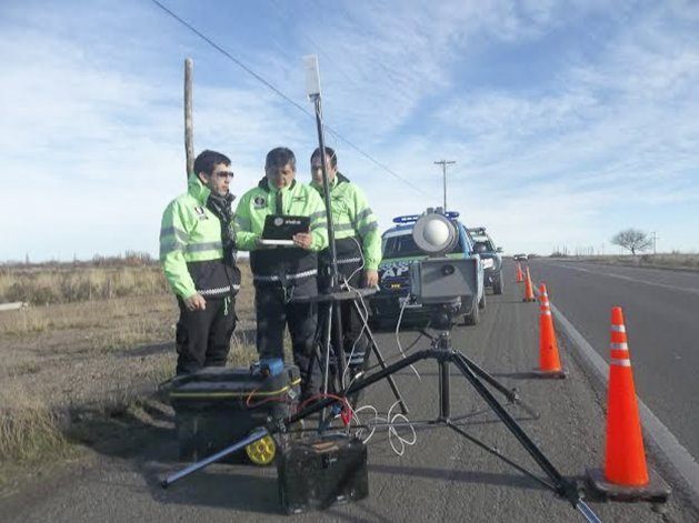 Durante los controles del fin de semana utilizaron cinemómetros para medir la velocidad de los autos.