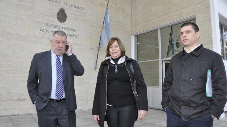 El diputado a la salida de los tribunales donde realizó su presentación judicial.