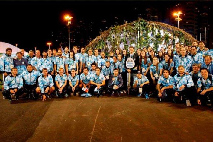 La delegación argentina izó su bandera en la Villa Olímpica