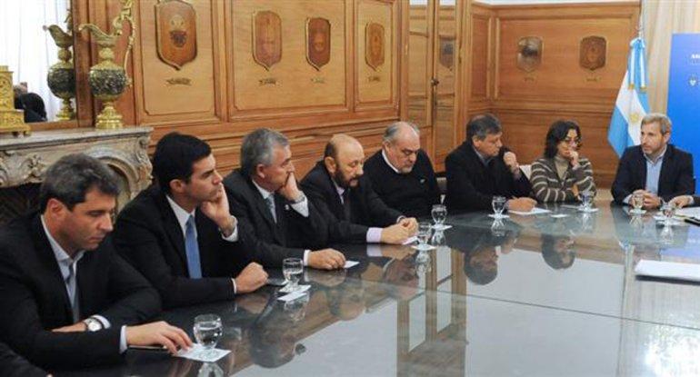 El Gobierno recibió a mandatarios provinciales en la Rosada.