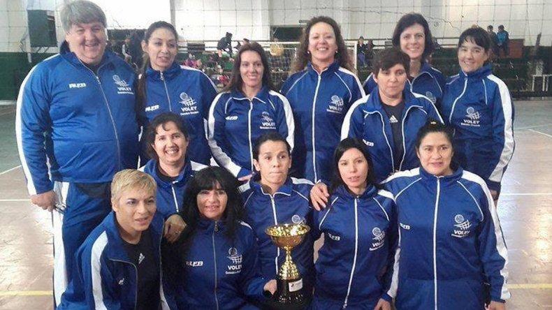 El equipo femenino de Petroleros Privados que cumplió un gran papel en la Copa Amistad de Master Vóley.