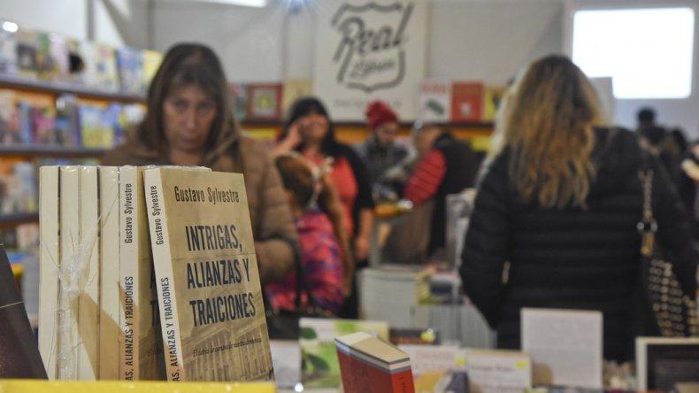 Los stands de librerías y editoriales que se pueden recorrer y disfrutar en el Centro Cultural.