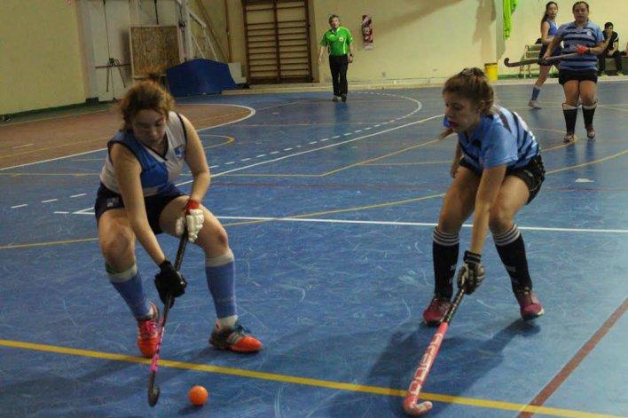 El último fin de semana se reanudó en el gimnasio de la Escuela 722 el torneo de hóckey pista que organiza la Asociación Austral.