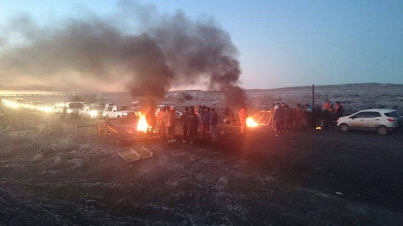 Petroleros continuarán con el bloqueo a camionetas de personal en el norte de Santa Cruz